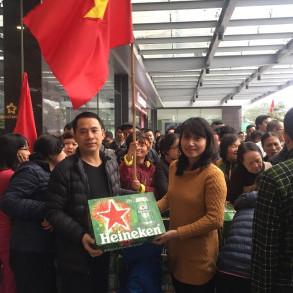 Tưng bừng hoạt động tặng quà cho cư dân Five Star nhân chiến thắng của đội tuyển Bóng đá U-23 Việt Nam