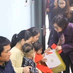 Tập đoàn GFS thăm và tặng quà cho các cháu bệnh viện Nhi TW